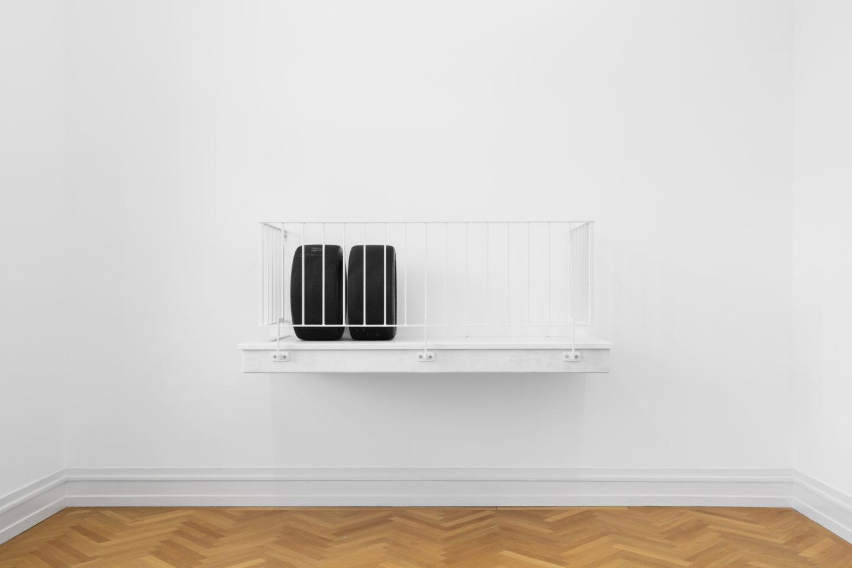 """Installation View Cosima von Bonin """"Off Mirror (Balcony & Tires), 2007"""" at Kunsthalle Bern, 2018 / Photo: Gunnar Meier"""