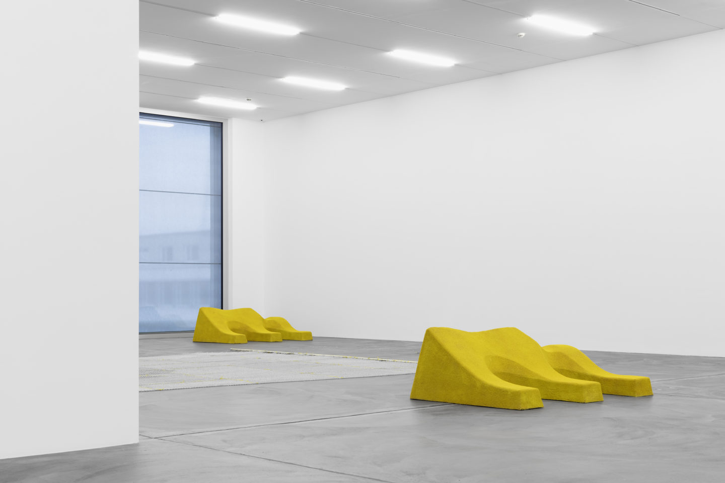 "Exhibition view, Lena Henke ""An Idea of Late German Sculpture; To the People of New York, 2018"", Kunsthalle Zürich, 2018 / Photo: Gunnar Meier Photography"