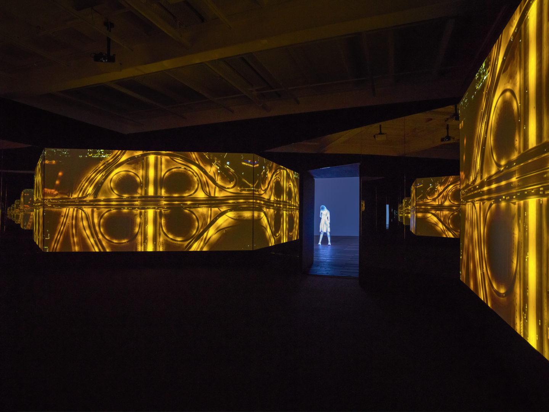 Exhibition View Doug Aitken at Galerie Eva Presenhuber / © Doug Aitken / Courtesy Galerie Eva Presenhuber, Zurich / New York / Photo: Stefan Altenburger Photography, Zurich
