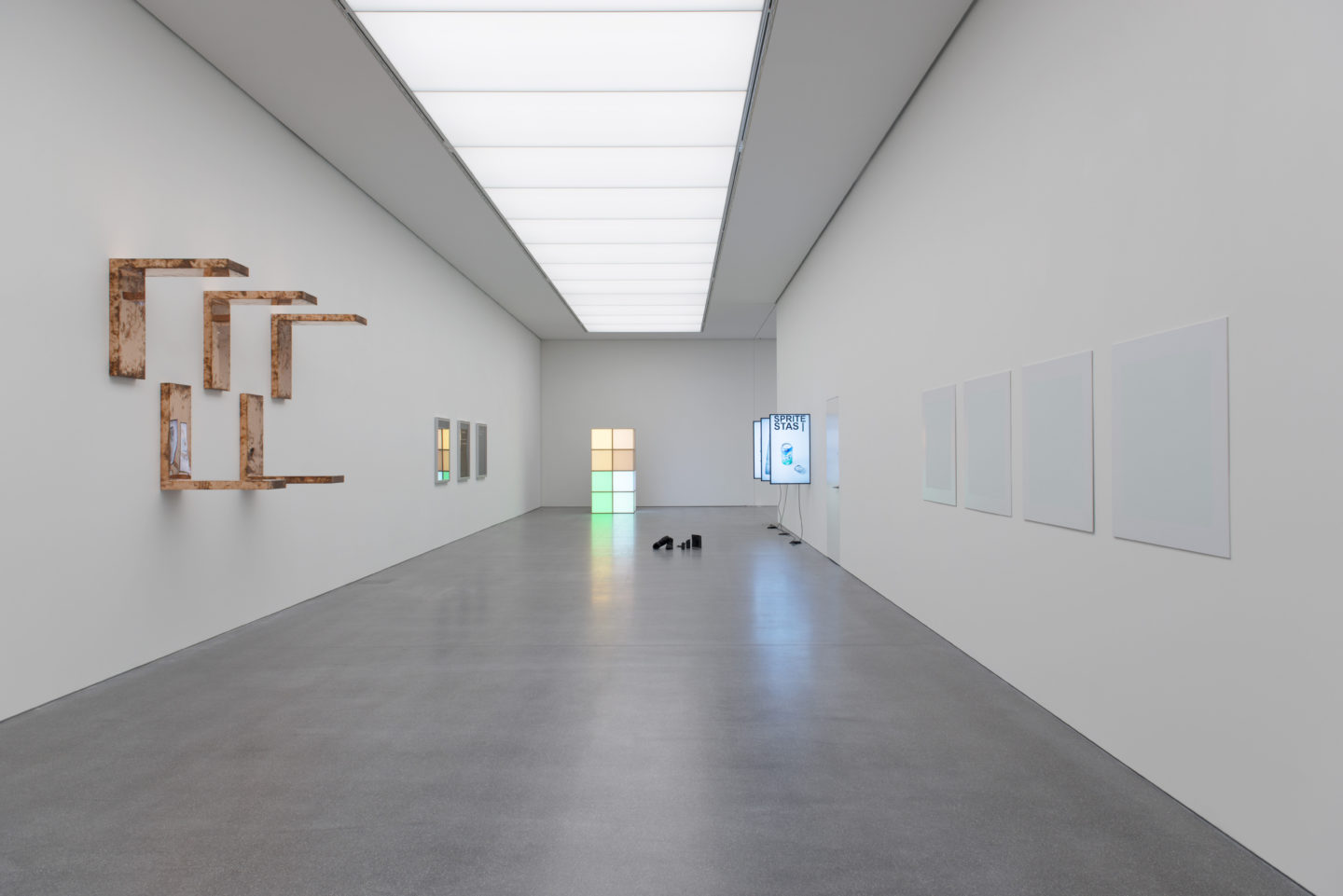 Exhibition View «ALWAYS DIFFERENT, ALWAYS THE SAME» with Walead Beshty, Bethan Huws, Angela Bulloch, !Mediengruppe Bitnik, Rémy Zaugg (f.l.t.r.) / Courtesy: the artists and Bündner Kunstmuseum, Chur