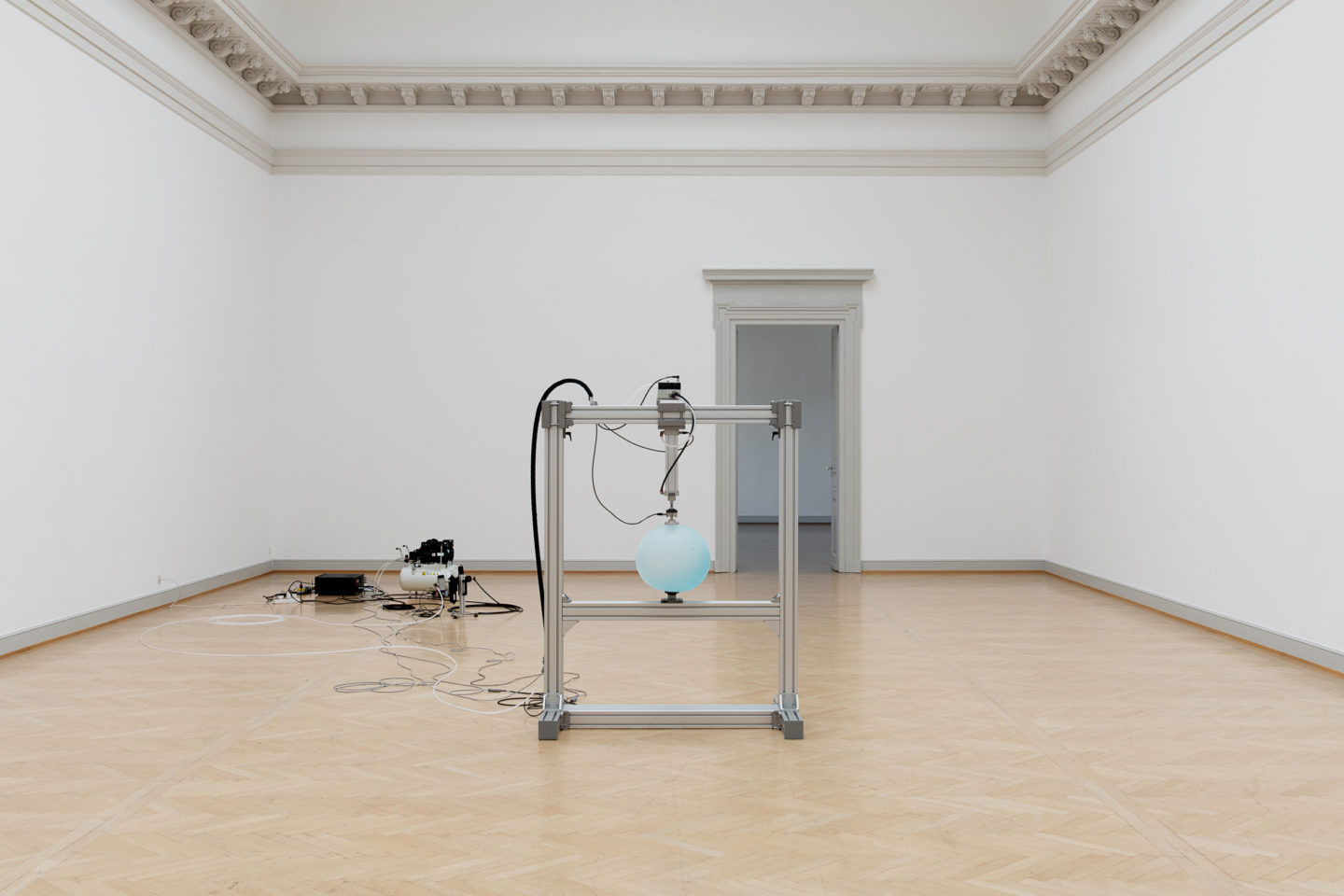Installation View Nina Canell featuring Robin Watkins «Reflexologies, 2018» at Kunstmuseum St. Gallen, 2018 / Courtesy: the artist / Photo: Sebastian Stadler