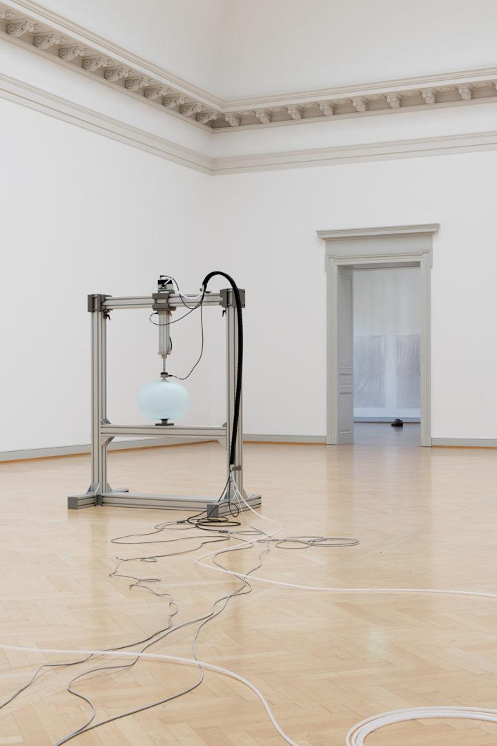 Installation View Nina Canell featuring Robin Watkins «Reflexologies, 2018» at Kunstmuseum St. Gallen, 2018 / Courtesy: the artist / Photo: Sebastian Stadler