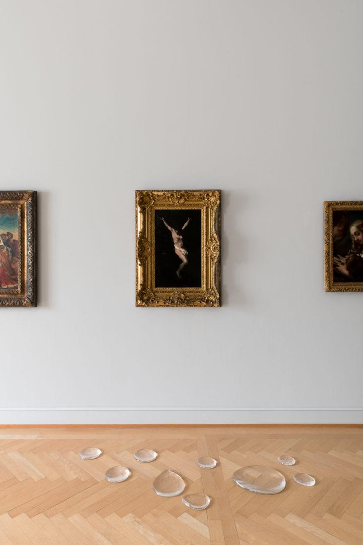 Installation View Olaf Nicolai «Echo, 2013» at Kunstmuseum St.Gallen / Courtesy Galerie EIGEN + ART Leipzig/Berlin / Photo: Sebastian Stadler 2018, ProLitteris, Zürich