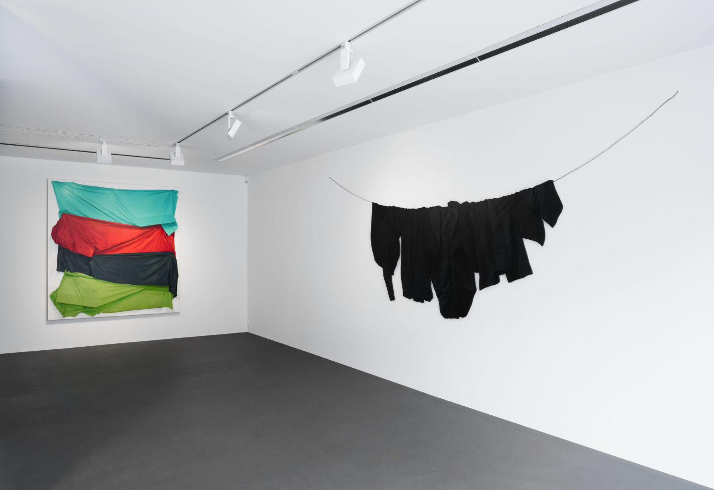 Exhibition View Stephen Posen «Threads: Paintings from the 1960s and '70s» at Vito Schnabel Gallery, St. Moritz / Photos: Roland Tännler / Courtesy the artist and Vito Schnabel Gallery