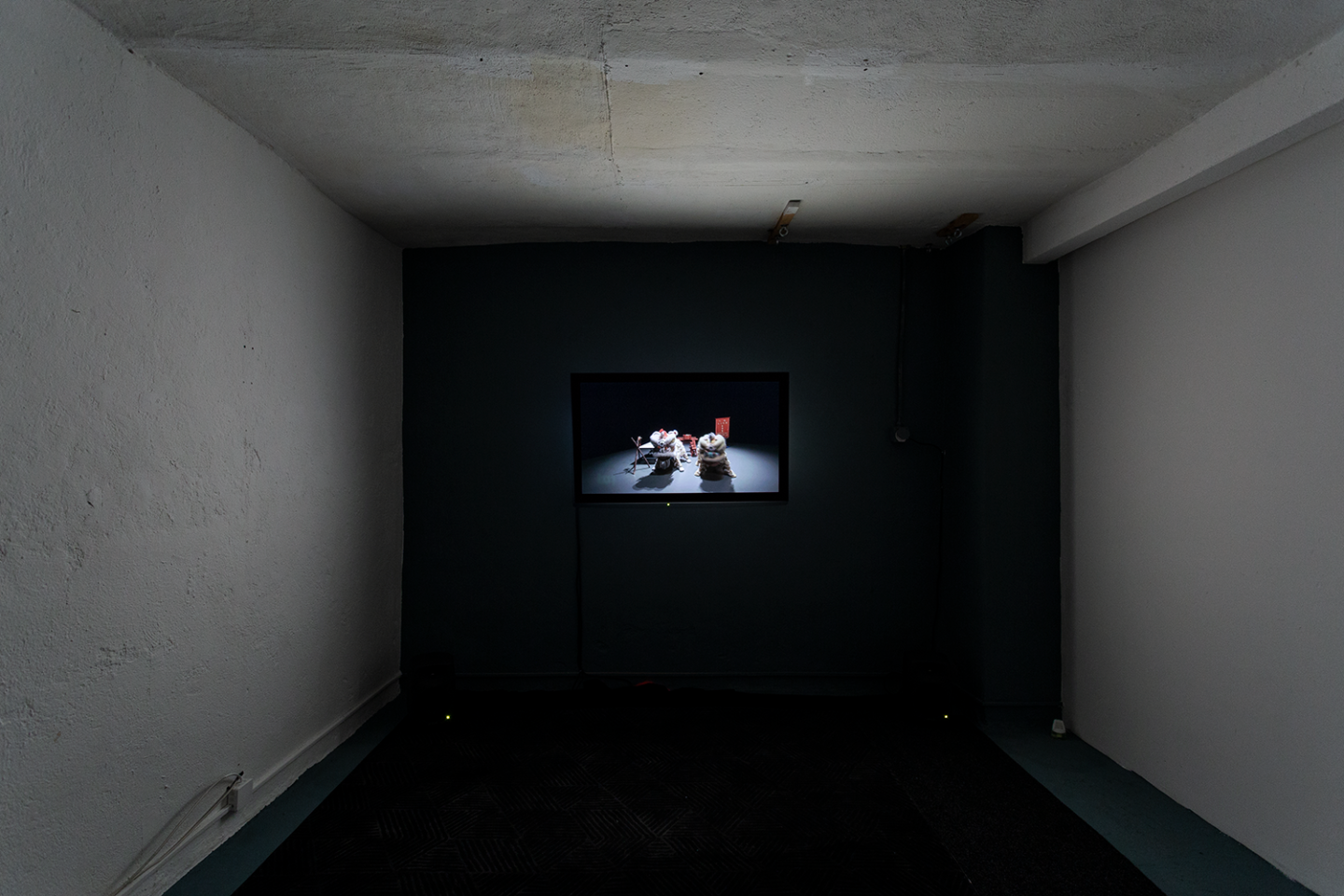 Installation View Groupshow «Double Take / view on Samson Young, Muted Situation 2 (Muted Lion Dance), 2014» at Last Tango Zurich, 2018 / Photography: Kilian Bannwart / Courtesy: the artists and Last Tango