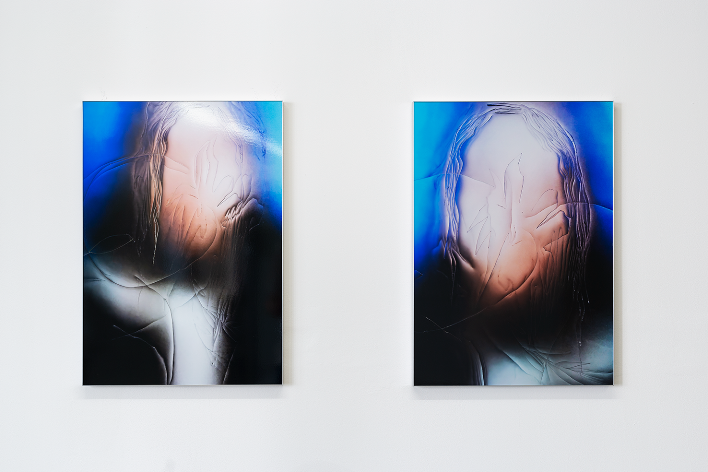Installation View Groupshow «Double Take / view on Manon Wertenbroek, Portrait left, wet hair & Portrait left, wet hair, both 2018» at Last Tango Zurich, 2018 / Photography: Kilian Bannwart / Courtesy: the artists and Last Tango
