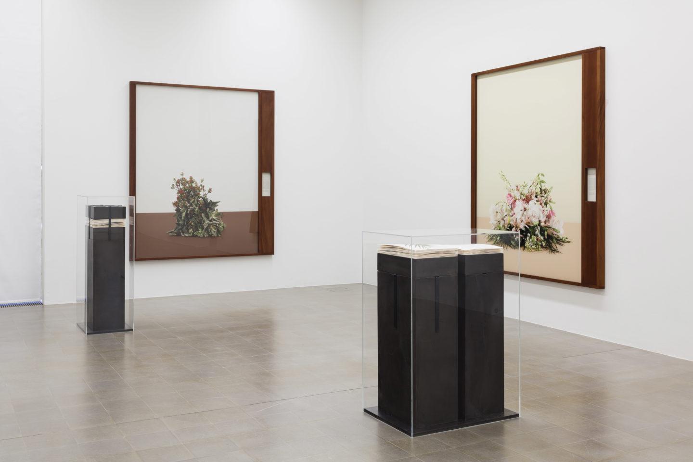 Exhibition View Groupshow «Zeitspuren – The Power of Now with Taryn Simon» at PASQUART, Biel/Bienne, 2018 / Photo: Gunnar Meier / Courtesy: the artist and Gagosian
