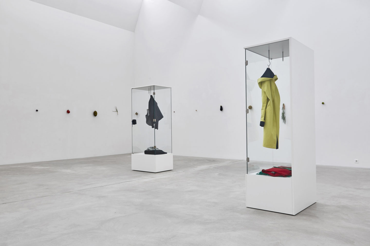 Exhibition View Karin Sander Soloshow «view on Identities on Display, 2013» at Kunstmuseum Winterthur / Photo: Lucas Ziegler / Courtesy: the artist and Esther Schipper, Berlin in cooperation with Holzer Kobler Architekturen