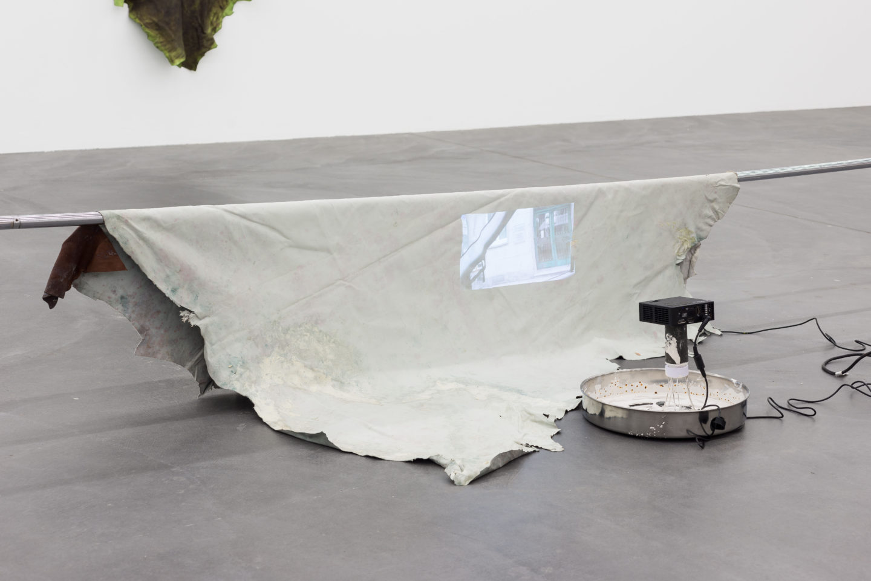 Exhibition View Raphaela Vogel «Gregor's Loch / view on Einparken, 2013/8» at Galerie Gregor Staiger, Zurich, 2018 / Courtesy: the artist, Galerie Gregor Staiger, Zurich & BQ, Berlin / © the artist & Galerie Gregor Staiger, Zurich