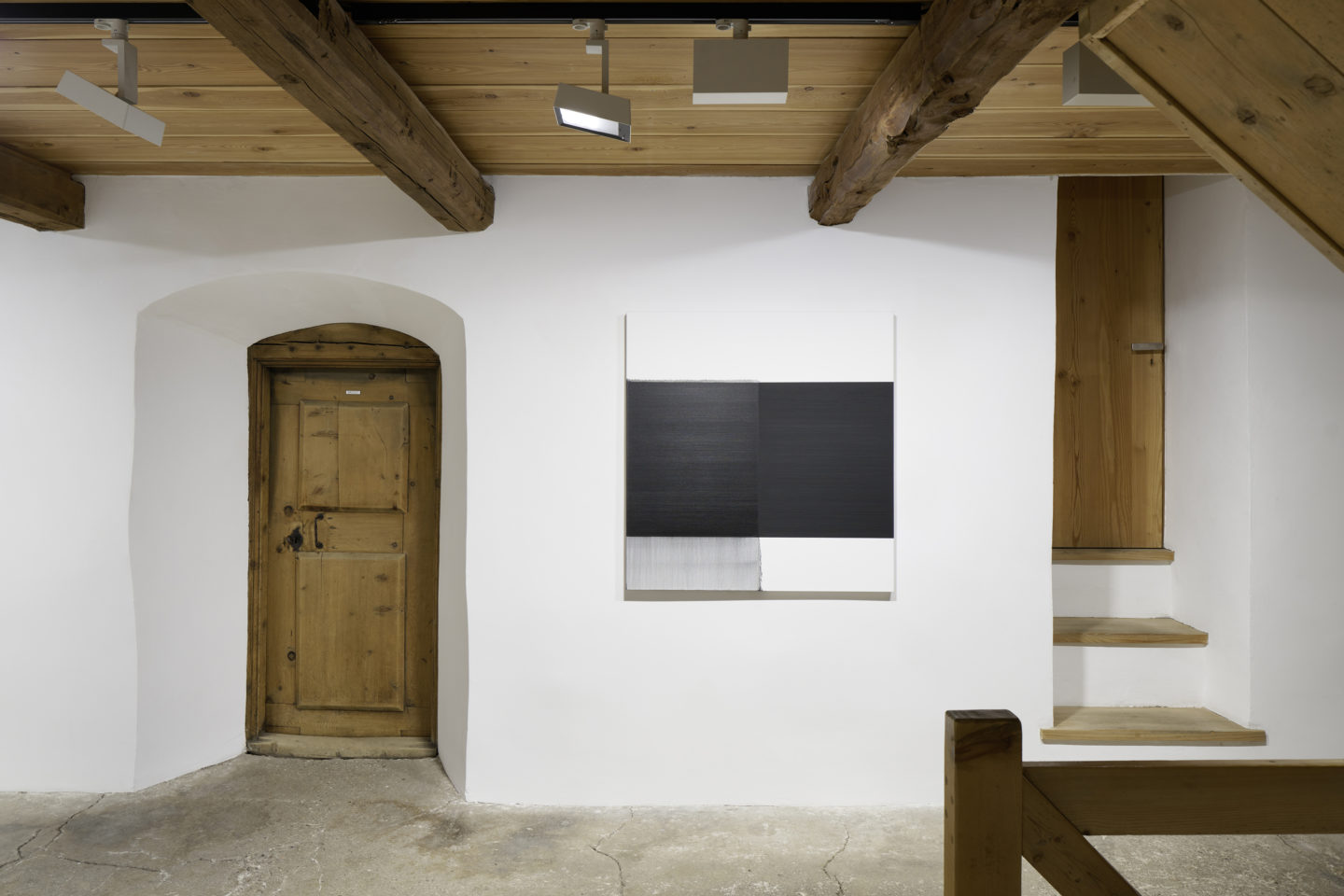 Installation View Callum Innes «Exposed Paintng Vine Black, 2006» at Galerie Tschudi, Zuoz / Photo: Ralph Feiner / Courtesy: the artist and Galerie Tschudi, Zuoz