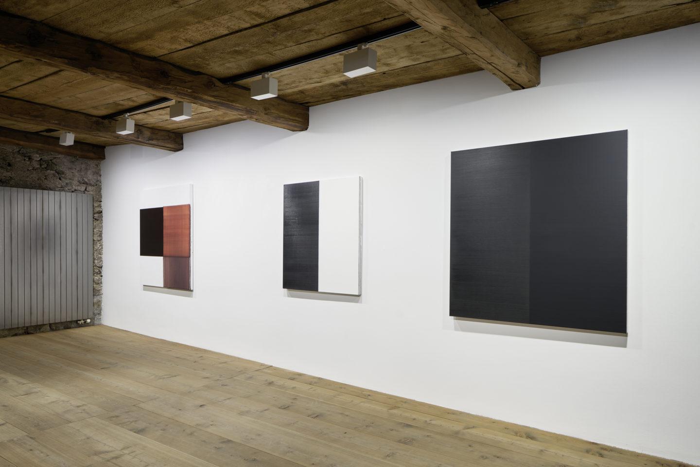 Installation View Callum Innes at Galerie Tschudi, Zuoz / Photo: Ralph Feiner / Courtesy: the artist and Galerie Tschudi, Zuoz