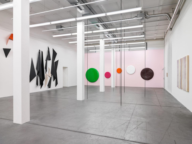 Exhibition View «Concrete Contemporary ; view on Katja Strunz, David Renggli, Sofie Thorsen» at Museum Haus Konstruktiv, 2019 / Photo: Stefan Altenburger