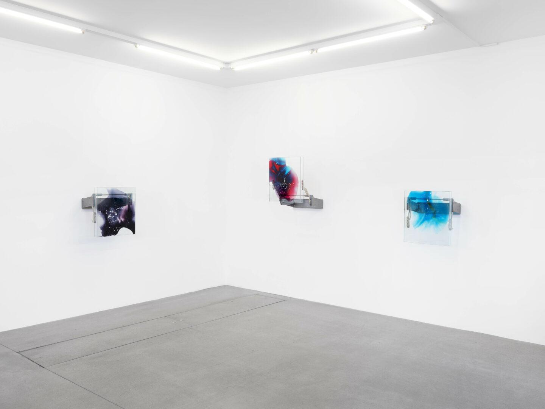 Exhibition View Manuel Burgener Soloshow «Interlude» at Galerie Maria Bernheim, Zurich, 2019 / Photo: Julien Gremaud / Courtesy: the artist and the gallery