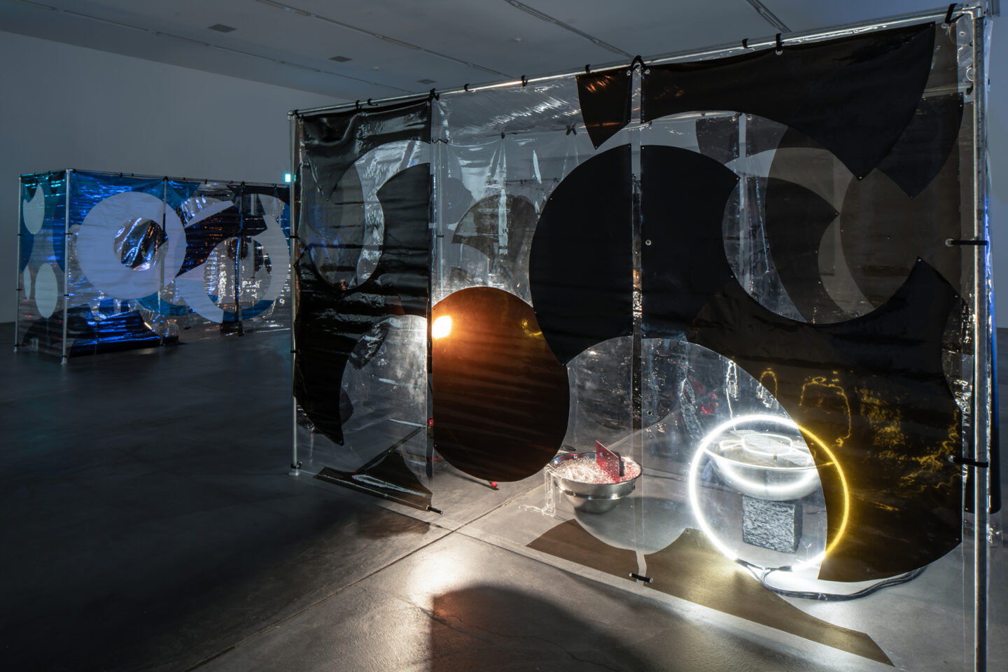 Exhibition View Groupshow «Producing Futures ; view on Anicka Yi, Home in 30 Day, Don't Wash, 2015; We Are Water, 2015; Your Hand Feels Like a Pillow That´s Been Microwaved, 2015» at Migros Museum, Zurich / Photo: Lorenzo Pusterla / Courtesy: the artist, The Kitchen, New York, and  47 Canal, New York