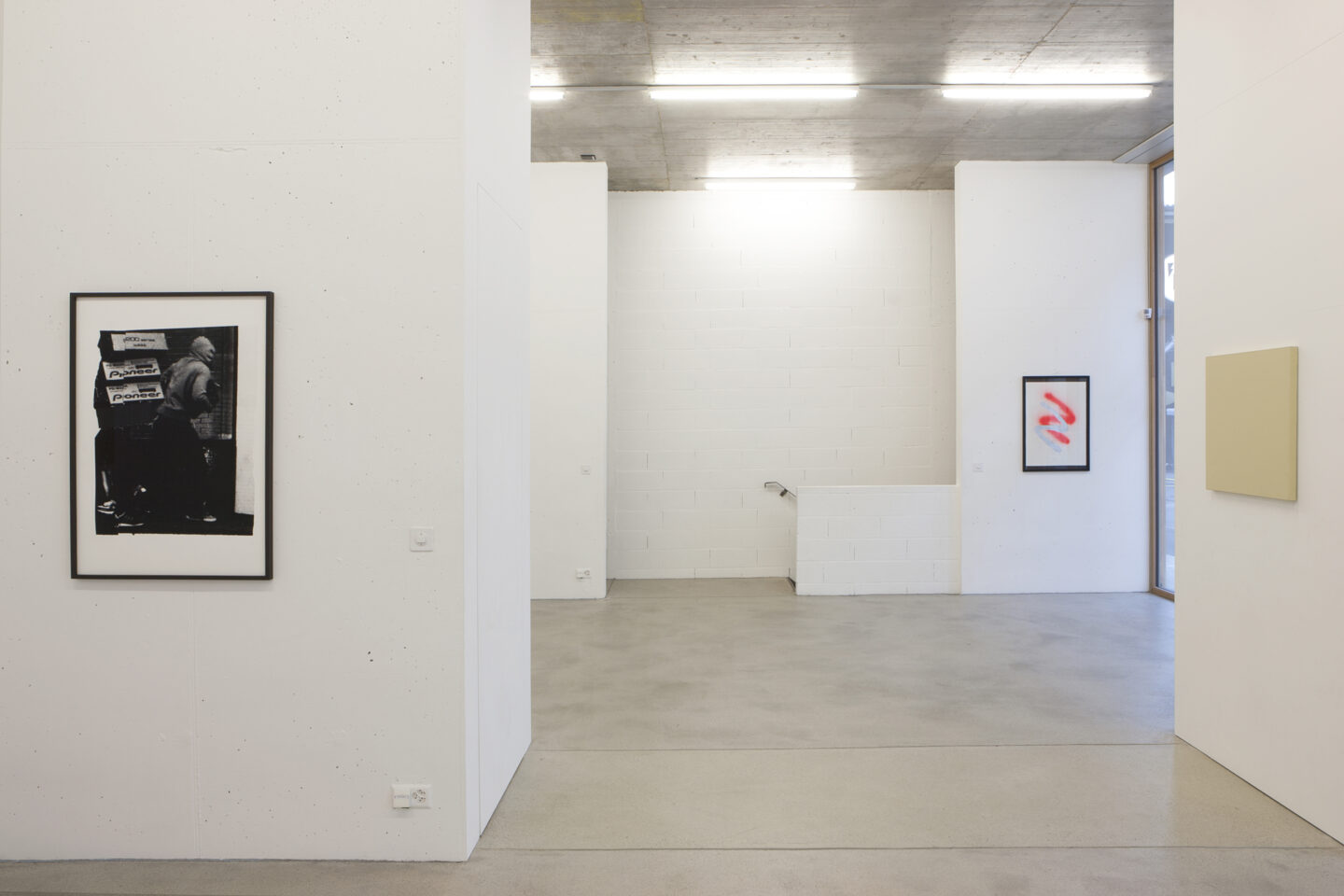 Exhibition View Groupshow «Style Samples; view on Elise Gagnebin-de Bons, Antoine Goudard and Olivier Mosset» at Forma art contemporain, Lausanne / Photo: Shannon Guerrico / Courtesy: the artist, Forma, Locus Solus and Lange + Pult