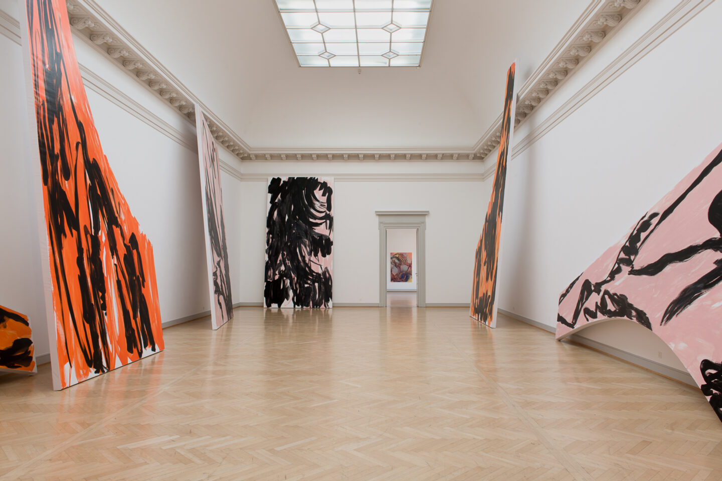 Installation View Judy Millar Soloshow «The Future and the Past Perfect ; view on It to Them to Us to I, 2018» at Kunstmuseum St. Gallen, 2019 / Photo: Sebastian Stalder
