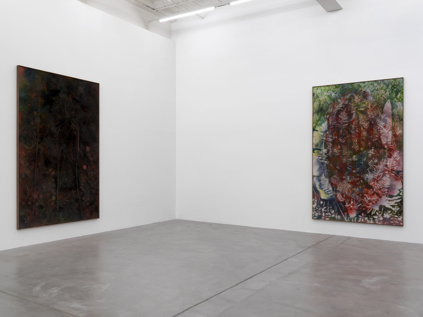 Exhibition View Sam Falls Soloshow at Galerie Eva Presenhuber, Zurich, 2019 / Photo: Stefan Altenburger / © Sam Falls / Courtesy the artist and Galerie Eva Presenhuber, Zurich / New York