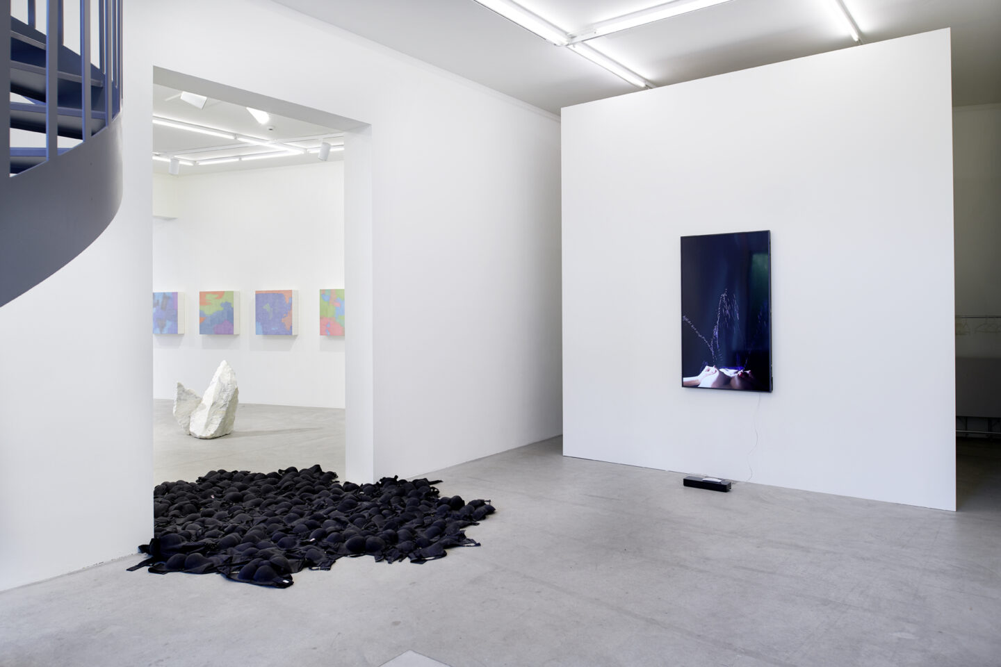Exhibition View Cao Yu Soloshow «Femme Fatale» at Galerie Urs Meile, Luzern / Courtesy: the artist and Galerie Urs Meile