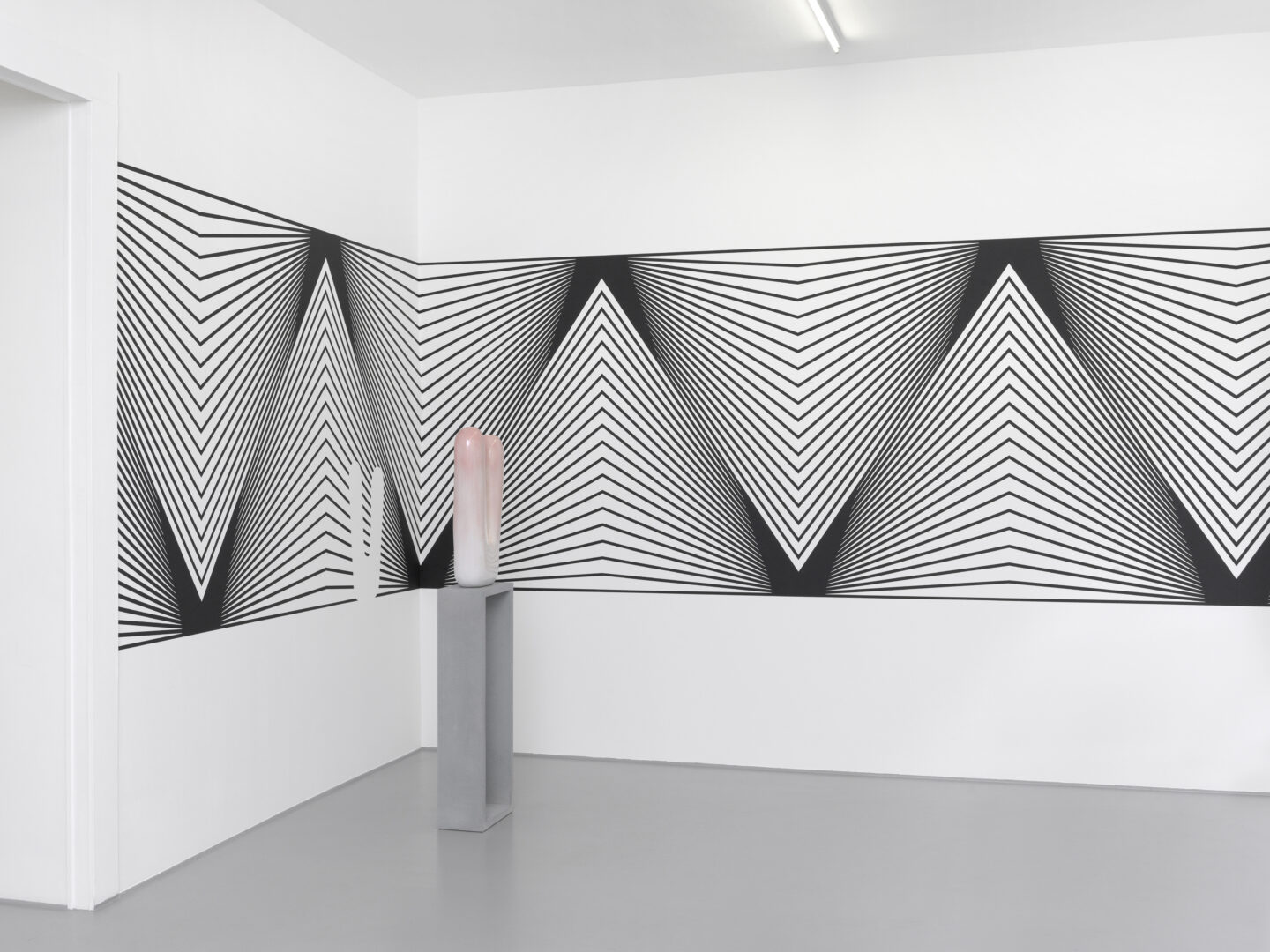 Exhibition View Claudia Comte Soloshow «Bunnies & Zig Zag» at Galerie Joy de Rouvre, Geneva / Photo: Annik Wetter / Courtesy: the artist and König Galerie, Berlin