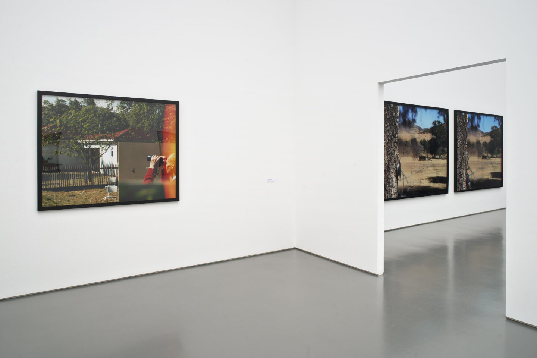 Exhibition View Jean-Luc Mylayne Soloshow «The Autumn of Paradise» at Aargauer Kunsthaus, Aarau / Photo: Dominic Büttner / © Jean-Luc Mylayne / Courtesy: Mylène & Jean-Luc Mylayne; Gladstone Gallery, New York, Bruxelles; Sprüth Magers, Berlin, London, Los Angeles