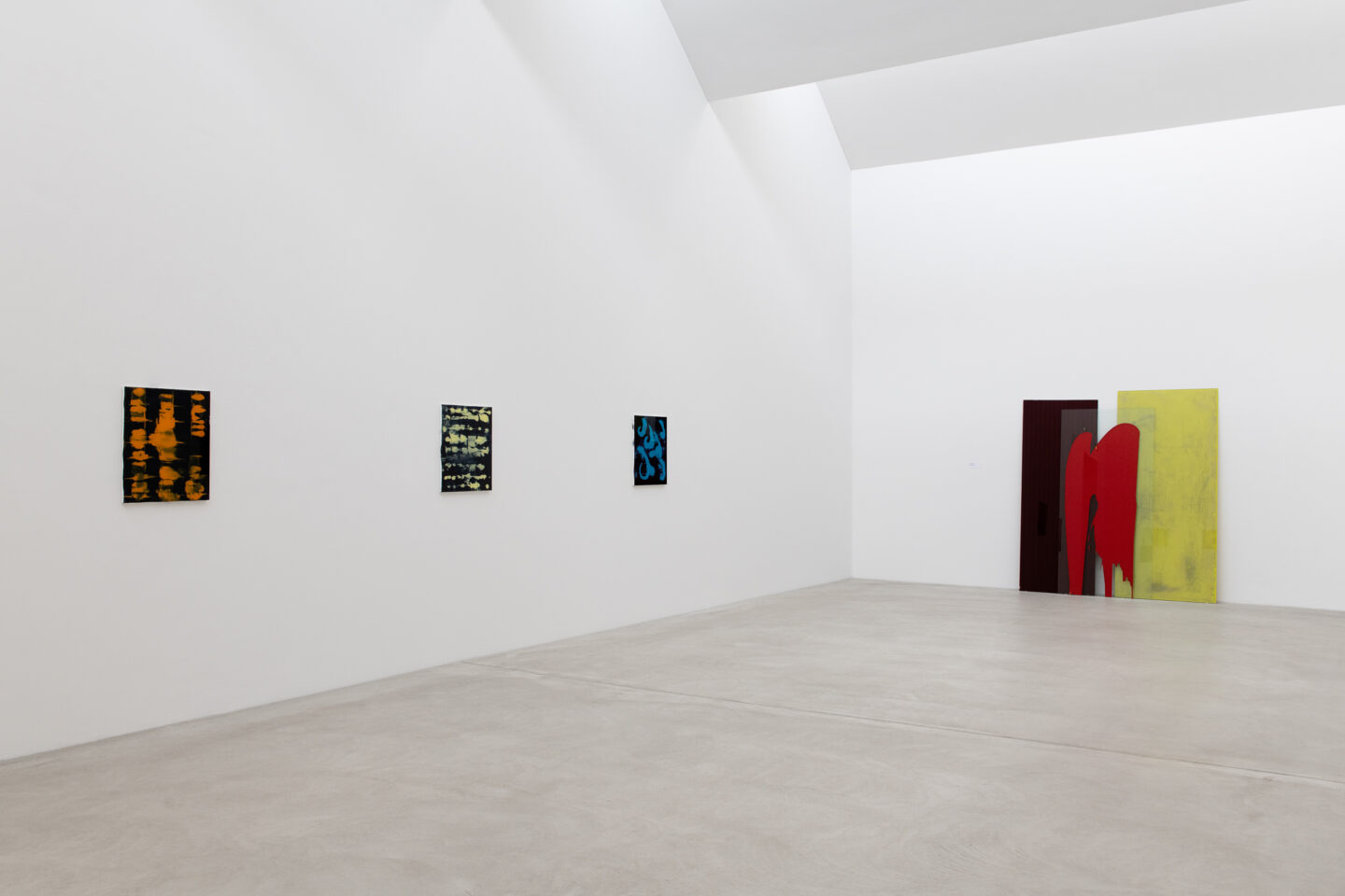 Exhibition View Groupshow «Frozen Gesture ; view on Christoph Rütimann, in blau VI, 2011, in blau III, 2011 and in blau II, 2011 (Courtesy the artist, Galerie Mai 36, Zurich and Galerie Skopia, Geneva) and Ohne Titel, 1994 (Courtesy the artist, Galerie Mai 36, Zurich)» at Kunstmuseum Winterthur, 2019 / Photo: Sebastian Stadler