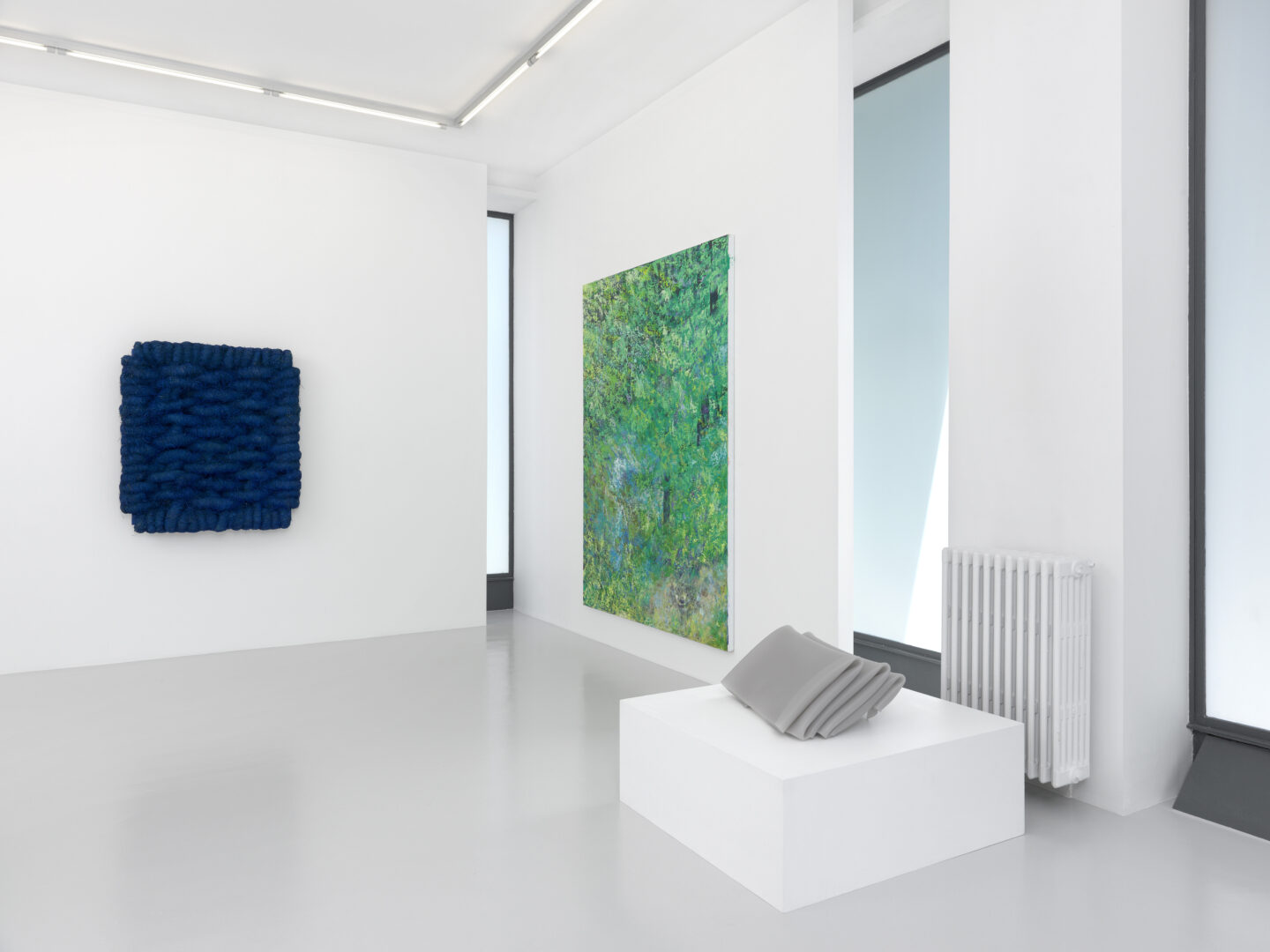 Exhibition View Groupshow by Albert Baronian «Le Choix d'Albert; view on Olaf Holzapfel, Lichtbild Leinen Blau, 2014; Mitja Tušek, Without Turkey, 2015-2016 and Olaf Holzapfel, Abstand (2), 2011» at Xippas, Geneva / Photo: Annik Wetter