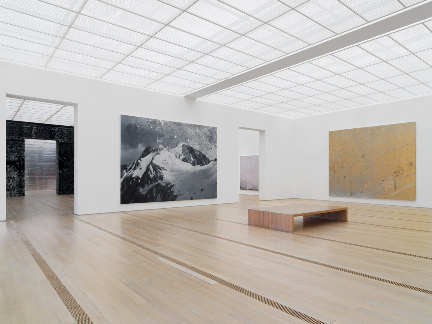 Exhibition View Rudolf Stingel Soloshow at Fondation Beyeler, Riehen, 2019 / © Rudolf Stingel / Courtesy: the artist and Fondation Beyeler