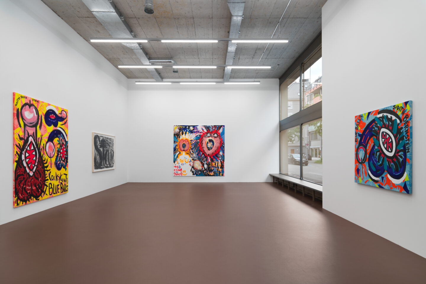 Exhibition View Judith Bernstein Soloshow «Blue Balls» at Karma International, Zurich, 2019 / Photo: Stefan Alternburger / Courtesy: the artist and Karma International