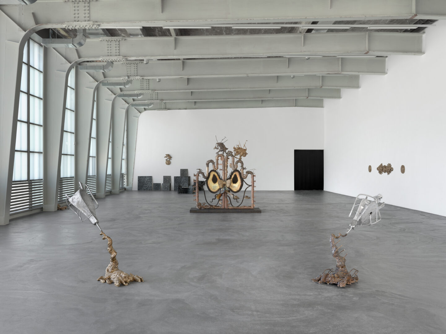 Exhibition View Ida Ekblad Soloshow «FRA ÅRE TIL OVN» at Kunsthalle Zürich,  Zurich, 2019 / © Photo: Annik Wetter / Courtesy: the artist and Kunsthalle Zürich