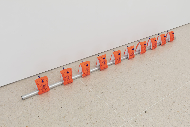 Exhibition View Roman Signer Soloshow at Kunsthaus Zug, Zug, 2019 / Photo: Stefan Rohner / Courtesy: the artist and Kunsthaus Zug