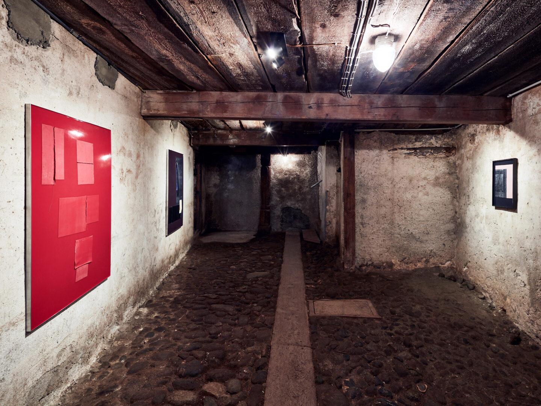 Exhibition View Vanessa Safavi Soloshow «Milch» at Stalletta Madulain by Windhager von Kaenel / Photo: Philippe Hubler / Courtesy: the artist