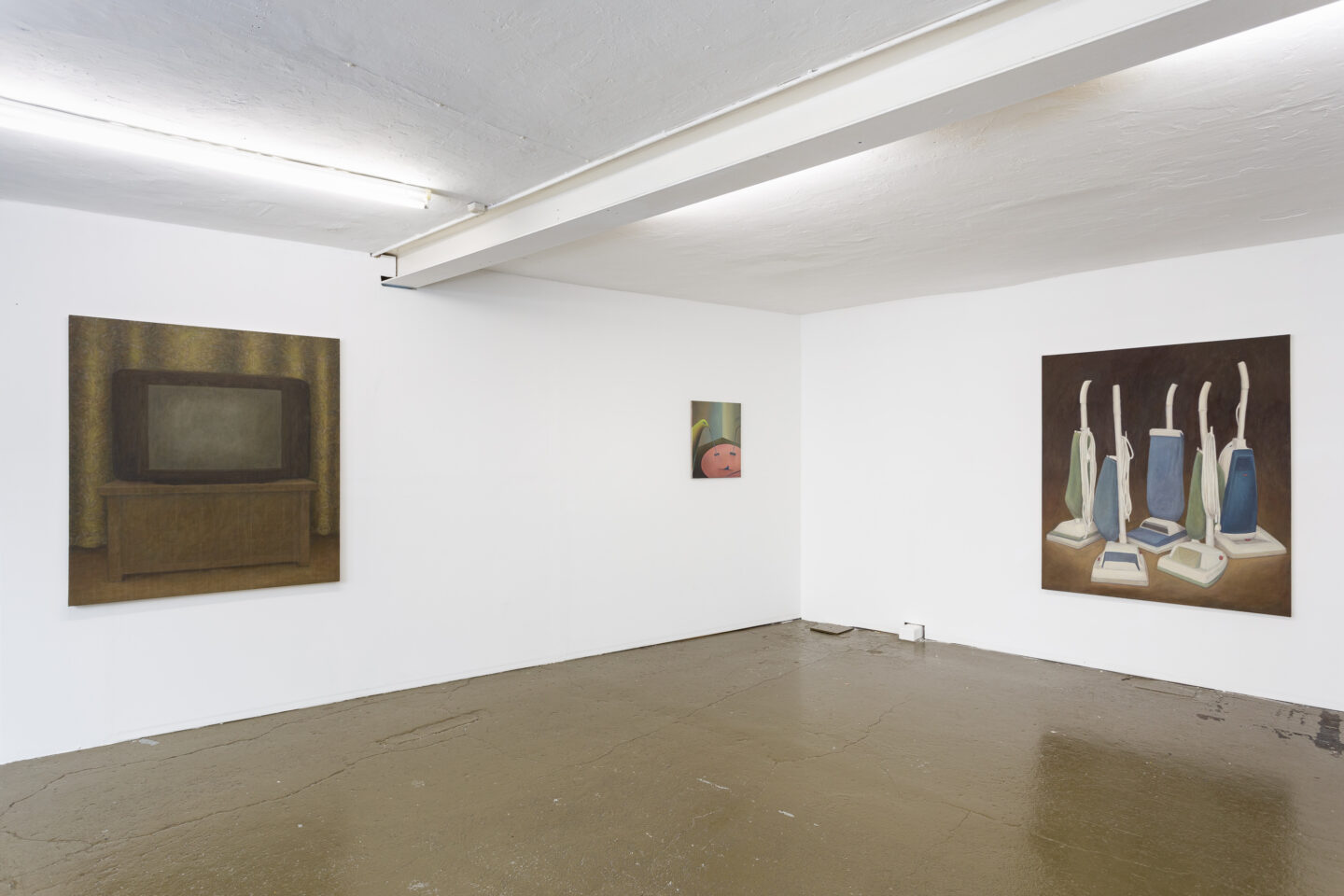 Exhibition View Groupshow «New (Object) Order» with Christoph Hänsli, Eduardo Rubén and Francisco Sierra at Last Tango, Zurich, 2019 / Photo: Kilian Bannwart / Courtesy: the artists and Last Tango