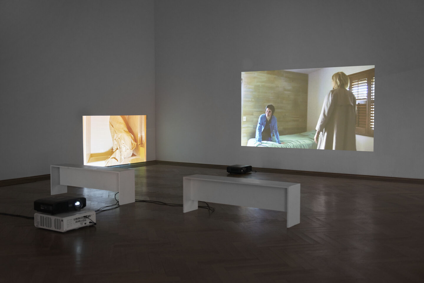 Exhibition View Kaari Upson Soloshow «Go Back the Way You Came; view on Prairie Fundamentalism, 2019, and A Place For a Snake, 2019» at Kunsthalle Basel, Basel, 2019 / Photo: Philipp Hänger / Courtesy: the artist and Kunsthalle Basel