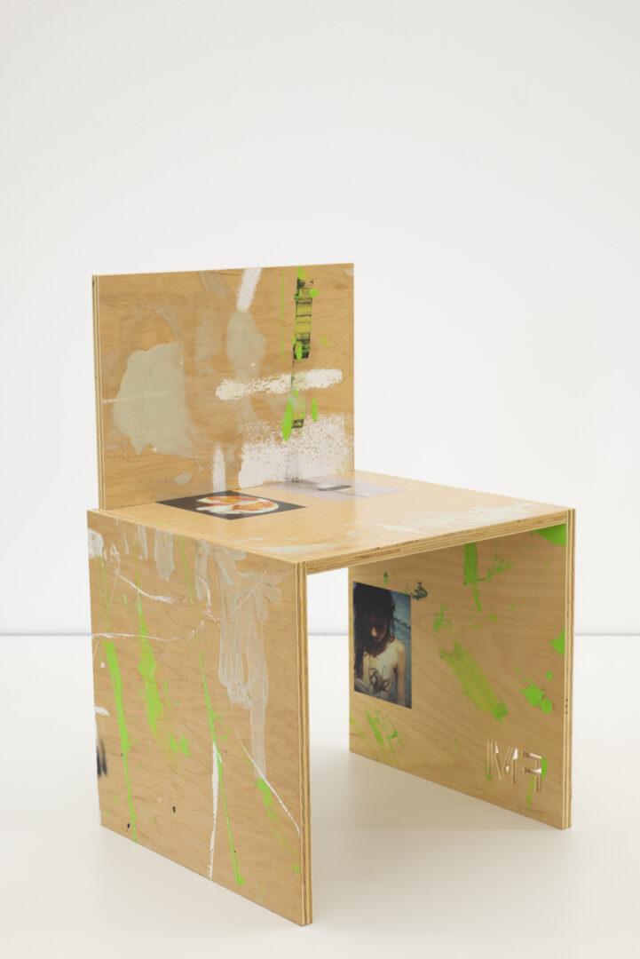 Exhibition View Fabian Marti Soloshow «I LÄBE NO; view on FM Studio Chair (Ralph), 2019» at Galerie Peter Kilchmann, Zurich, 2019 / Photo: Sebastian Schaub / Courtesy: the artist and Galerie Peter Kilchmann
