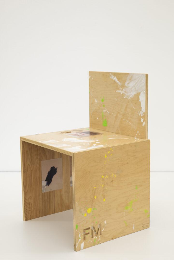 Exhibition View Fabian Marti Soloshow «I LÄBE NO; view on FM Studio Chair (Robert), 2019» at Galerie Peter Kilchmann, Zurich, 2019 / Photo: Sebastian Schaub / Courtesy: the artist and Galerie Peter Kilchmann