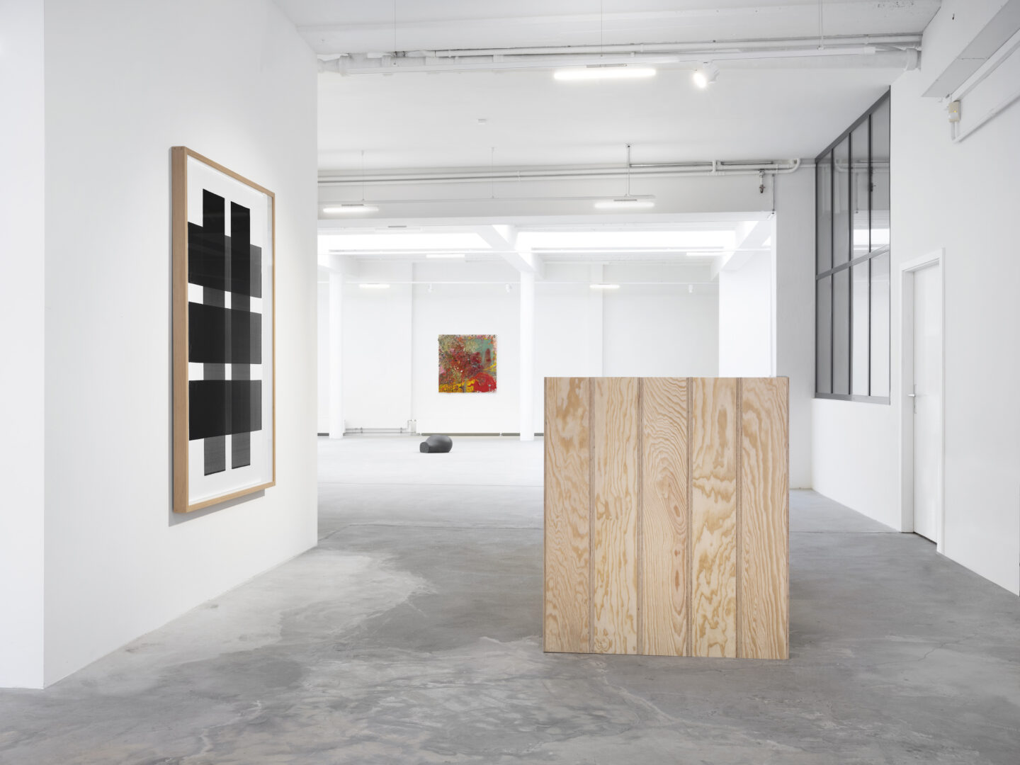 Exhibition View Groupshow «Swiss Made; view on Fabrice Gigi, Untitled, 2018 and Les Euxidies - Version I, II, III, 2019; John Armleder, Gravikords, 2019 and Yarisal & Kublitz, Booty, 2016» at Ribordy Thetaz, Geneva, 2019 / Photo: © Julien Gremaud