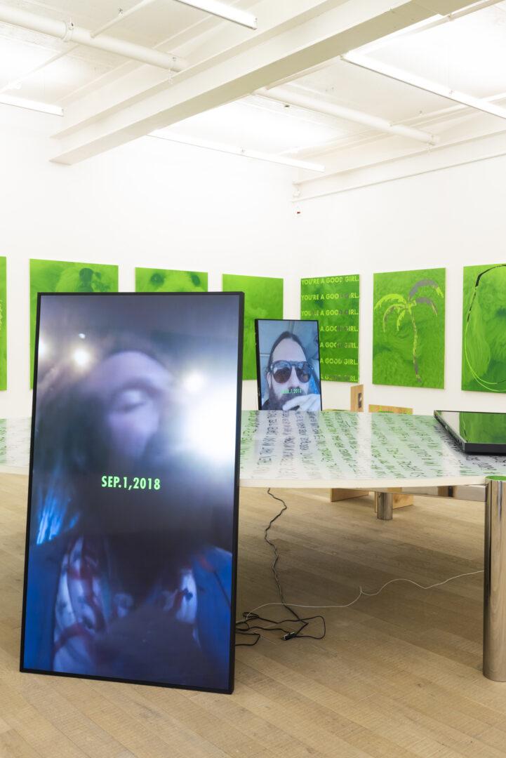 Exhibition View Fabian Marti Soloshow «I LÄBE NO» at Galerie Peter Kilchmann, Zurich, 2019 / Photo: Sebastian Schaub / Courtesy: the artist and Galerie Peter Kilchmann