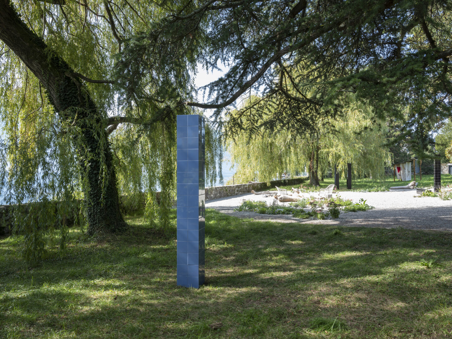 Exhibition View Groupshow «Modern Nature – an hommage to Derek Jarman; view on Prem Sahib, Modern Nature (Single Purple Column), 2019» at La Becque, La Tour-de-Peilz, 2019 / Photo: © Julien Gremaud / Courtesy: the artist and La Becque©