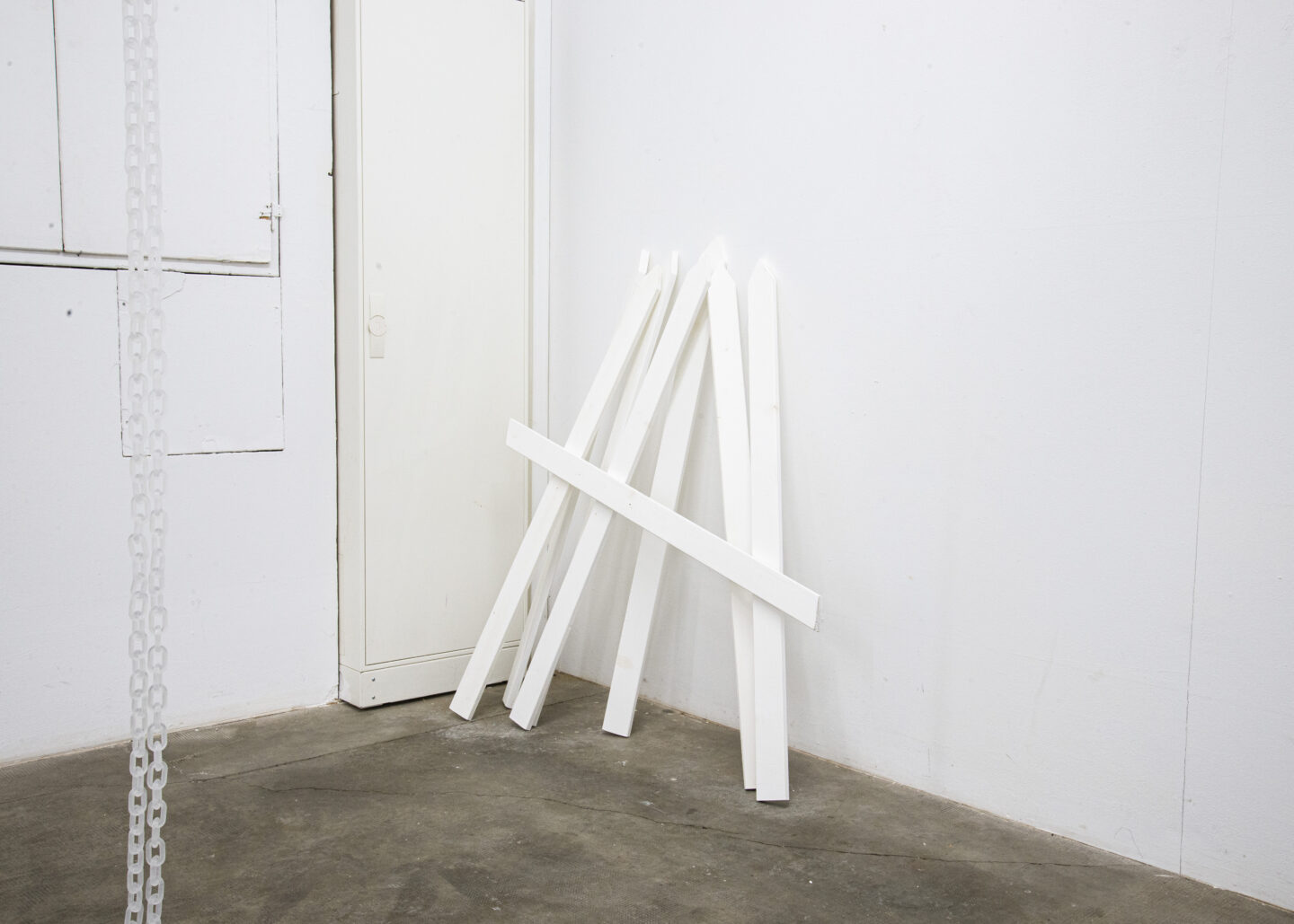 Exhibition View Noémie Degen and Simon Jaton Soloshow «Nodding Out To Rising Mist» at Tunnel Tunnel, Lausanne, 2019 / Courtesy: the artists
