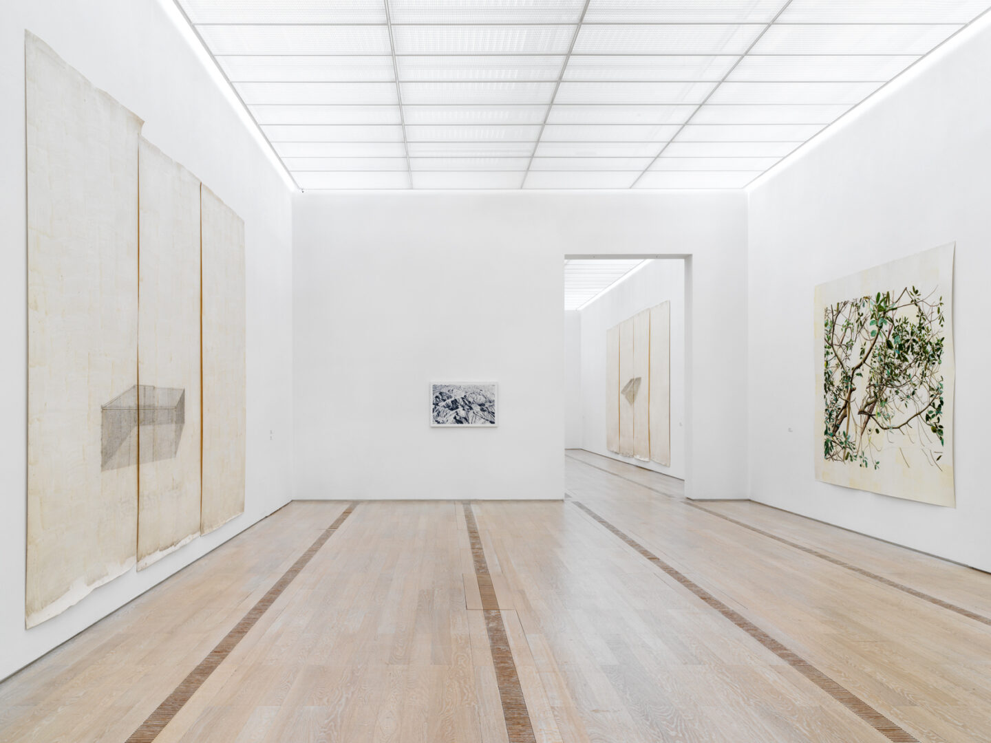 Exhibition View Groupshow «Resonating Spaces; view on Toba Khedoori» at Fondation Beyeler, Riehen, 2019 / Photo: Stefan Altenburger / Courtesy: the artist and Fondation Beyeler