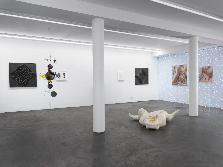 Exhibition View Groupshow «Cruise Kidman Kubrick» at Galerie Maria Bernheim, Zurich, 2019 / Photo: Julien Gremaud / Courtesy: the artist and Galerie Maria Bernheim