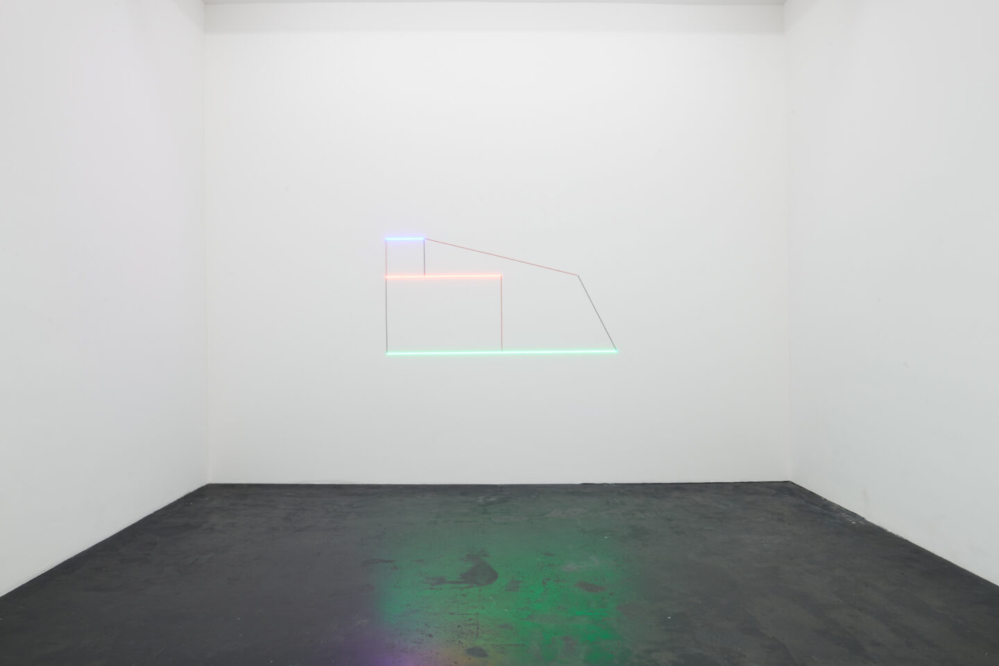 Exhibition View Haroon Mirza and Gaia Fugazza Groupshow «Antidotes and their Counterparts; view on Haroon Mirza, Light Work xxxiii, 2019» at Häusler Contemporary Zürich, Zurich, 2019 / Photo: Mischa Scherrer / Courtesy: the artist and Häusler Contemporary