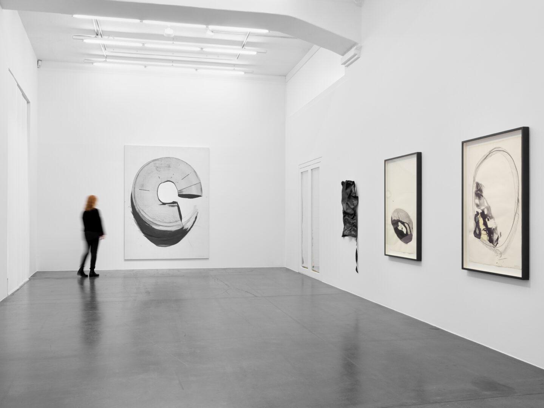 Exhibition View Takesada Matsutani Soloshow «Yohaku» at Hauser & Wirth, Zurich, 2019 / © Takesada Matsutani / Courtesy: the artist and Hauser & Wirth
