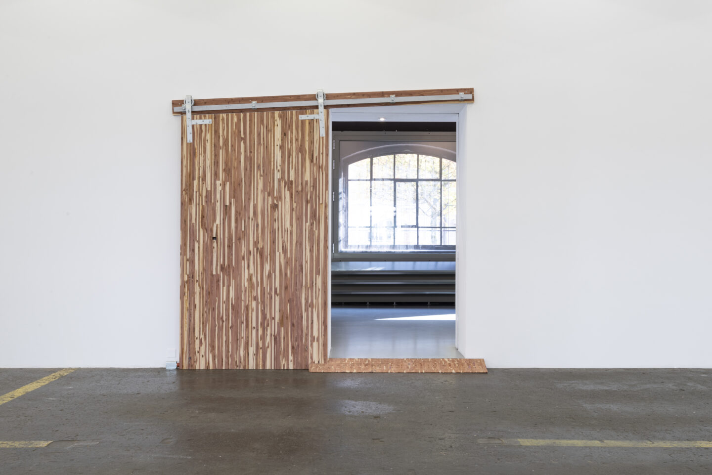 Exhibition View Aaron Flint Jamison Soloshow «Opportunity Zones; view on Opportunity Zone, 2019» at Kunst Halle Sankt Gallen, St. Gallen, 2019 / Photo: Sebastian Schaub / Courtesy: the artist and Kunst Halle Sankt Gallen