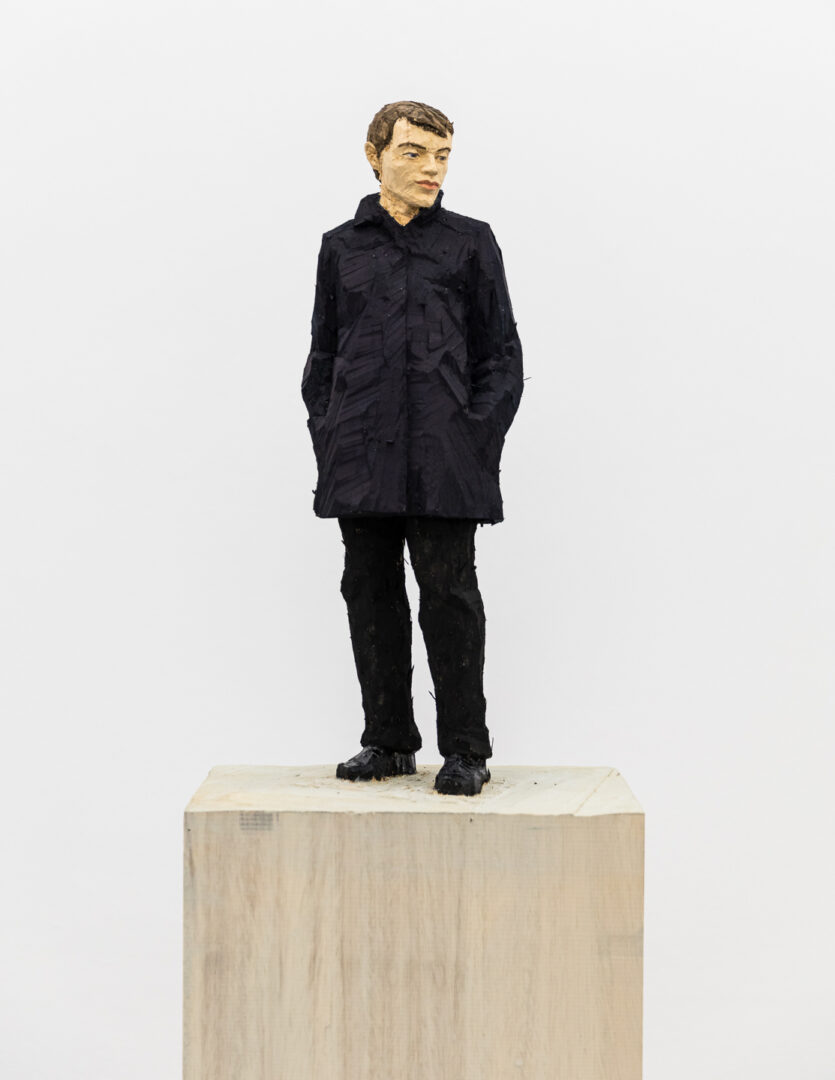 Exhibition View Stephan Balkenhol Soloshow (view on Man with Dark Blue Jacket, 2019) at Mai 36, Zurich, 2019 / Courtesy: the artist and Mai 36