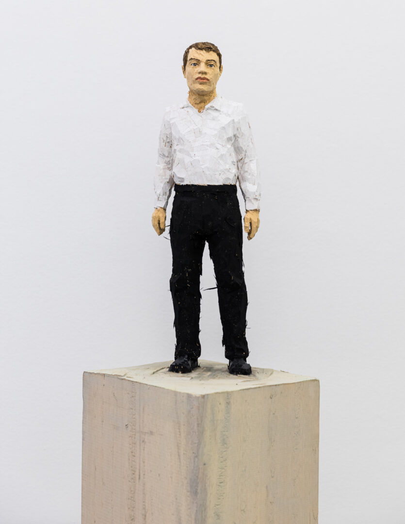 Exhibition View Stephan Balkenhol Soloshow (view on Man with Black Trousers and White Shirt, 2019) at Mai 36, Zurich, 2019 / Courtesy: the artist and Mai 36