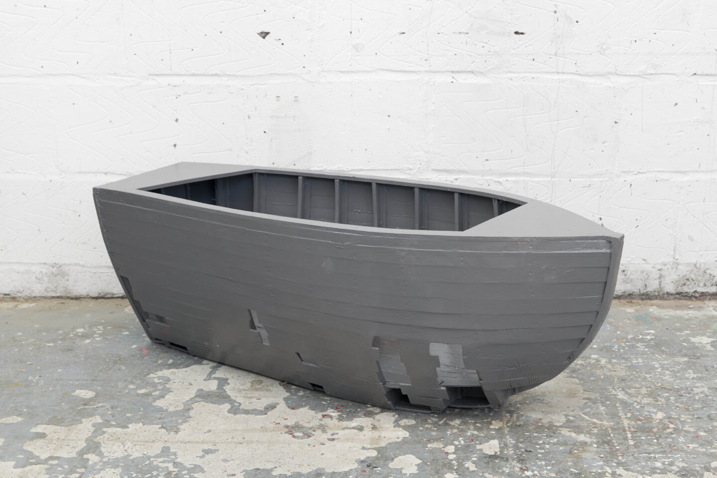 Exhibition View Fabian Peake Soloshow «A Swift at the Corner; view on Holed Boat, 2019» at Kunstmuseum Luzern, Lucerne, 2019 / Courtesy: the artist