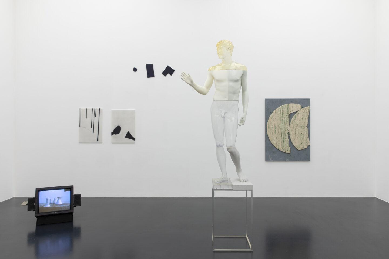 Exhibition View Groupshow «Unterschiedswesen; view on Heidi Bucher, Julia Haller, Imi Knoebel, Oliver Laric and Sam Moyer» at von Bartha, S-Chanf, 2019-20 / Photo: Diana Pfammatter / Courtesy: the artists and von Bartha