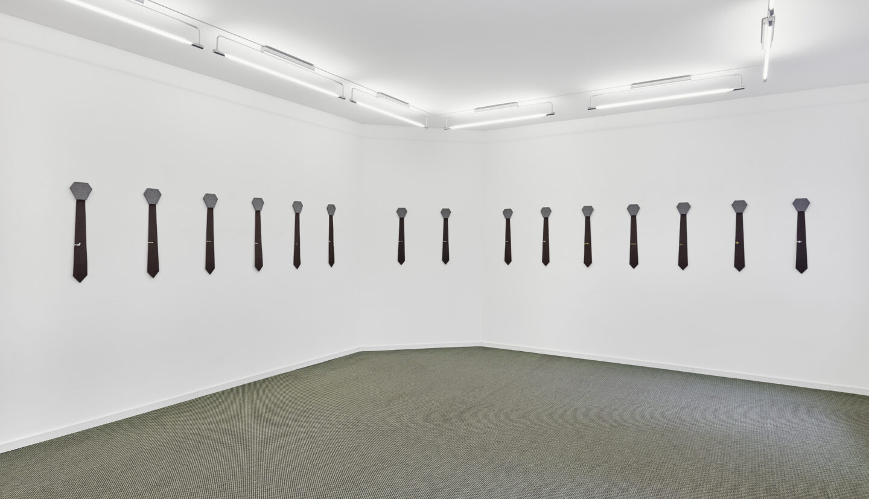 Exhibition View Groupshow «La metamorphose de l'art imprime; view on Alfredo Aceto, Untitled (Tie), 2019» at VFO, Zurich, 2019 / Photo: Bernhard Strauss / Courtesy: the artist and VFO, Zurich