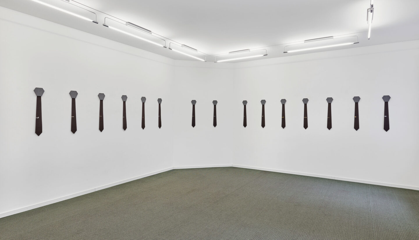 Exhibition View Groupshow «La metamorphose de l'art imprime; view on Alfredo Aceto, Untitled (Tie), 2019» at VFO, Zurich, 2019 / Photo: Bernhard Strauss / Courtesy: the artist and VFO, Zurich